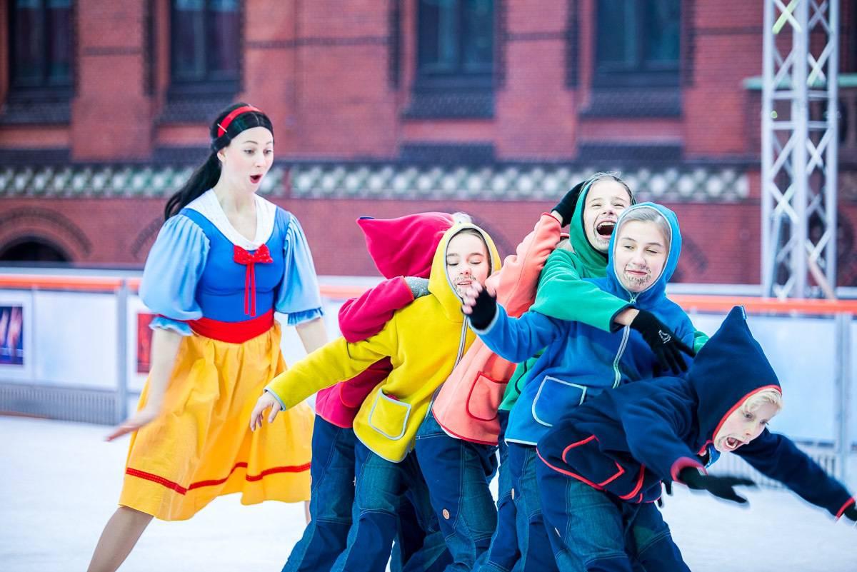 Eisshow: Schneewitchen und die sieben Zwerge