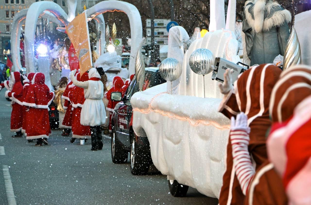 Weihnachtsmänner bei Hamburger Weihnachtsparade